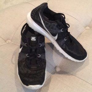 Nike • women's 6 • Flex Fury Running Shoes • EUC